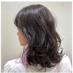 ピンクカラー ミディアム インナーカラー ナチュラル ヘアスタイルや髪型の写真・画像