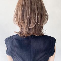 ミディアム ミディアムレイヤー 前髪あり フェミニン ヘアスタイルや髪型の写真・画像