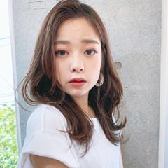 セミロング フェミニン 韓国風ヘアー レイヤーカット ヘアスタイルや髪型の写真・画像
