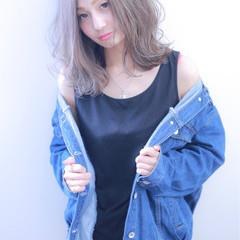 セミロング 外国人風カラー ダブルカラー グレーアッシュ ヘアスタイルや髪型の写真・画像