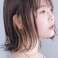 ストリート ミディアム インナーカラー 切りっぱなしボブ ヘアスタイルや髪型の写真・画像