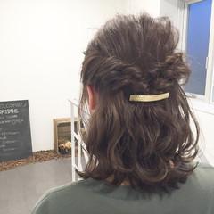 グレージュ 簡単ヘアアレンジ ヘアアレンジ ゆるふわ ヘアスタイルや髪型の写真・画像