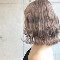 アッシュ ミルクティー ミディアム グレージュ ヘアスタイルや髪型の写真・画像