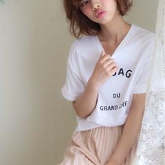 ワイドバング ナチュラル ショート 外国人風 ヘアスタイルや髪型の写真・画像