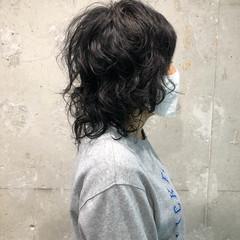 フェミニン パーマ ミディアム ウルフカット ヘアスタイルや髪型の写真・画像