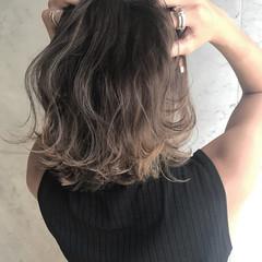 ウェーブ 秋 ミディアム アンニュイ ヘアスタイルや髪型の写真・画像