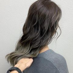 グラデーションカラー ミルクティーベージュ ロング ガーリー ヘアスタイルや髪型の写真・画像