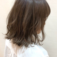 インナーカラー デート グレージュ ピンク ヘアスタイルや髪型の写真・画像