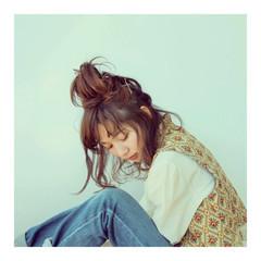 ミディアム お団子 ナチュラル 卵型 ヘアスタイルや髪型の写真・画像