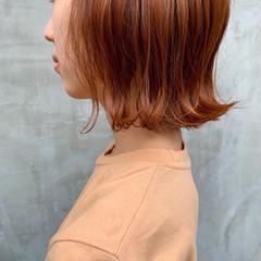 オレンジブラウン オレンジベージュ アプリコットオレンジ ストリート ヘアスタイルや髪型の写真・画像