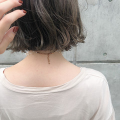 ナチュラル オリーブベージュ 切りっぱなしボブ ベージュ ヘアスタイルや髪型の写真・画像