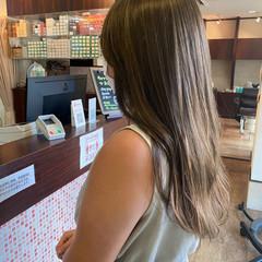オリーブカラー オリーブベージュ ハイライト ロング ヘアスタイルや髪型の写真・画像