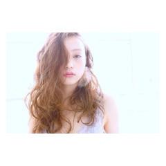 セミロング ベージュ フェミニン おフェロ ヘアスタイルや髪型の写真・画像