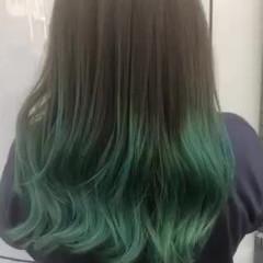 バレイヤージュ ガーリー ダブルカラー エメラルドグリーンカラー ヘアスタイルや髪型の写真・画像
