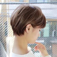 グレージュ 色気 ナチュラル ミルクティー ヘアスタイルや髪型の写真・画像
