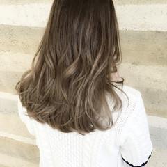 ナチュラル ロング グラデーションカラー ブルージュ ヘアスタイルや髪型の写真・画像