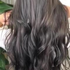アディクシーカラー ロング アッシュベージュ 大人ハイライト ヘアスタイルや髪型の写真・画像
