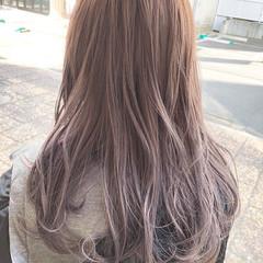 ピンクベージュ セミロング ダブルカラー イルミナカラー ヘアスタイルや髪型の写真・画像