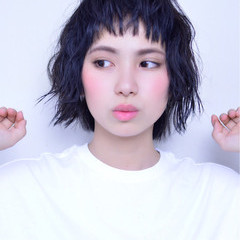 ウェットヘア 黒髪 ショートバング ストリート ヘアスタイルや髪型の写真・画像