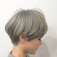 ホワイトベージュ ナチュラル マッシュショート ホワイトカラー ヘアスタイルや髪型の写真・画像