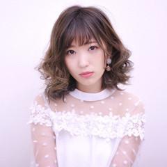 フェミニン ミルクティー インナーカラー 前髪あり ヘアスタイルや髪型の写真・画像