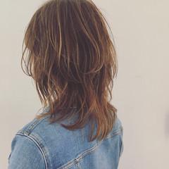 ウルフカット ミディアム ウェットヘア 外国人風 ヘアスタイルや髪型の写真・画像