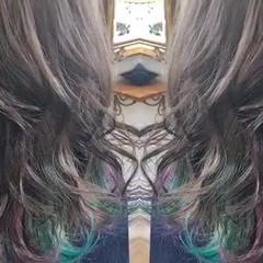 インナーグリーン インナーカラーパープル ミディアム ブリーチオンカラー ヘアスタイルや髪型の写真・画像