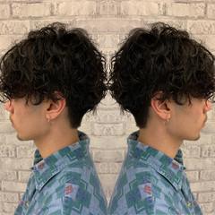 スパイラルパーマ メンズマッシュ マッシュ ショート ヘアスタイルや髪型の写真・画像