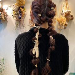 紐アレンジ ヘアアレンジ 編みおろしツイン ロング ヘアスタイルや髪型の写真・画像