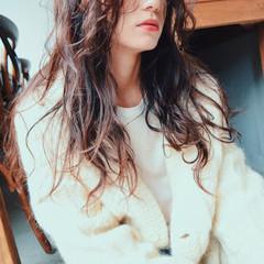 ストリート ロング 黒髪 ゆるふわ ヘアスタイルや髪型の写真・画像