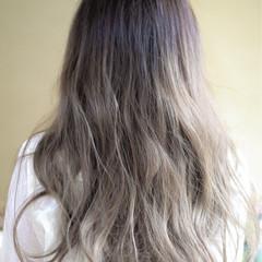 グラデーションカラー グレージュ 外国人風 ハイトーン ヘアスタイルや髪型の写真・画像
