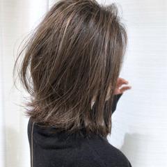 グレージュ 外国人風 ハイライト 切りっぱなし ヘアスタイルや髪型の写真・画像
