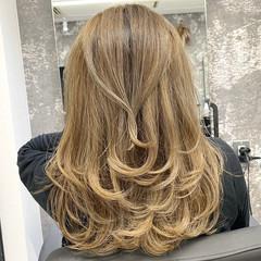 ミディアムレイヤー ナチュラル レイヤースタイル レイヤーカット ヘアスタイルや髪型の写真・画像