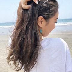 インナーカラー ハイライト 巻き髪 ゆる巻き ヘアスタイルや髪型の写真・画像