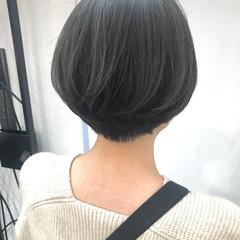ショートボブ アッシュグレージュ ナチュラル アッシュグレー ヘアスタイルや髪型の写真・画像