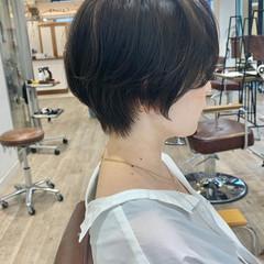 ショートヘア インナーカラー ショートボブ ナチュラル ヘアスタイルや髪型の写真・画像