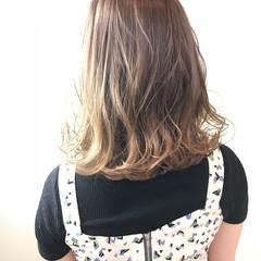 アッシュグレージュ アッシュ ナチュラル グレージュ ヘアスタイルや髪型の写真・画像