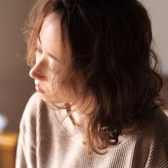 パーマ アンニュイほつれヘア デート ミディアム ヘアスタイルや髪型の写真・画像