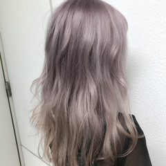 フェミニン ダブルカラー グレージュ ロング ヘアスタイルや髪型の写真・画像