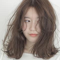 大人かわいい アッシュ ミディアム ゆるふわ ヘアスタイルや髪型の写真・画像