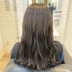 ナチュラル ロング アッシュ シルバー ヘアスタイルや髪型の写真・画像