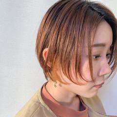 ナチュラル ショート 大人ショート インナーカラーオレンジ ヘアスタイルや髪型の写真・画像