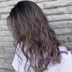 外国人風カラー セミロング バレイヤージュ アッシュベージュ ヘアスタイルや髪型の写真・画像