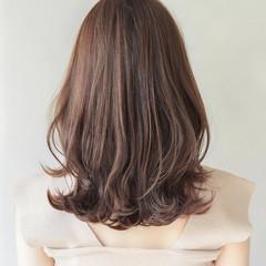 ミディアム レイヤーカット 大人可愛い 透明感カラー ヘアスタイルや髪型の写真・画像