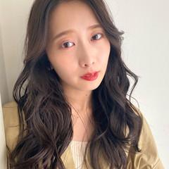 ミルクティーベージュ セミロング ベージュ 韓国風ヘアー ヘアスタイルや髪型の写真・画像