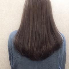 外国人風 グレージュ ナチュラル 艶髪 ヘアスタイルや髪型の写真・画像