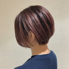 ピンクベージュ ショートヘア ショートボブ イルミナカラー ヘアスタイルや髪型の写真・画像