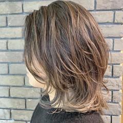 ウルフカット ミディアム アンニュイほつれヘア コンサバ ヘアスタイルや髪型の写真・画像