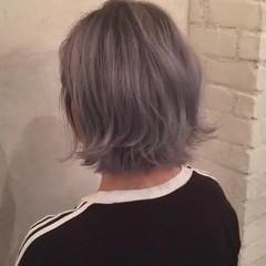 ボブ モード 外ハネ グレージュ ヘアスタイルや髪型の写真・画像