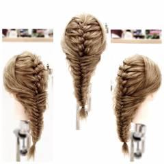 ヘアアレンジ 編み込み フィッシュボーン ロング ヘアスタイルや髪型の写真・画像